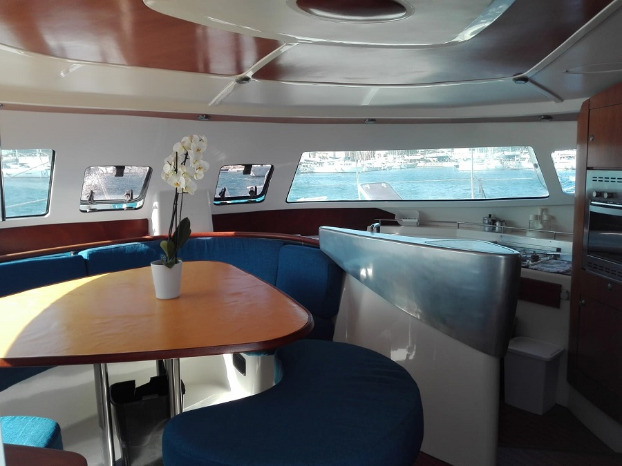 eolie in catamarano